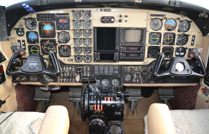 KingAirF90-3 Cockpit-web