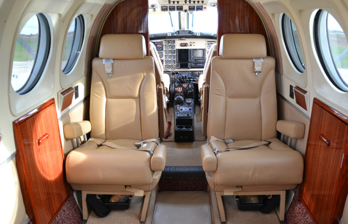 KingAirF90-5 Forward Int-web
