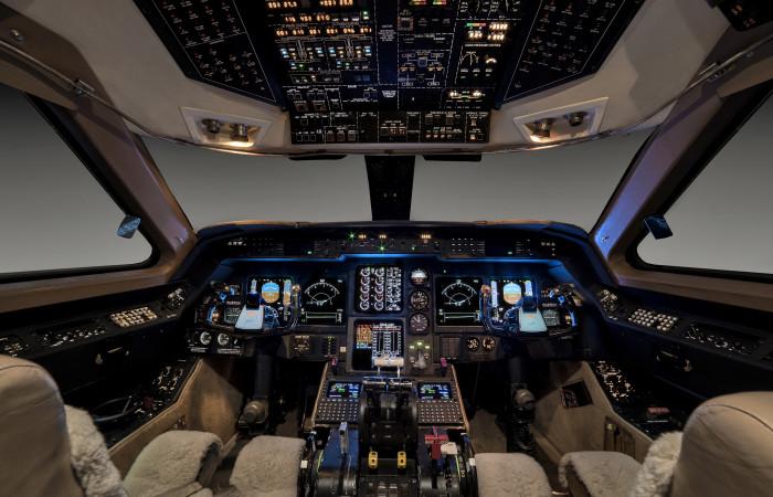 GIV-1007-Cockpit_enhanced