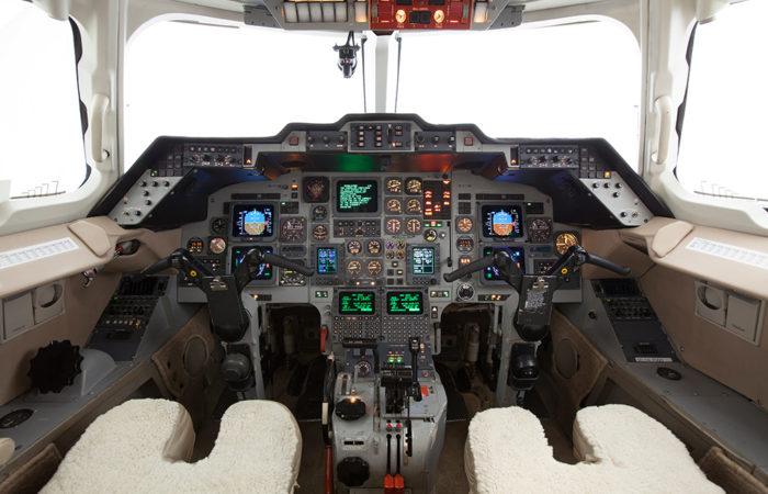 Hawker_800A_Cockpit2