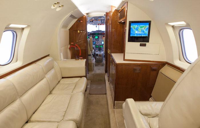 Hawker_800A_Forward divan + VIP seat2