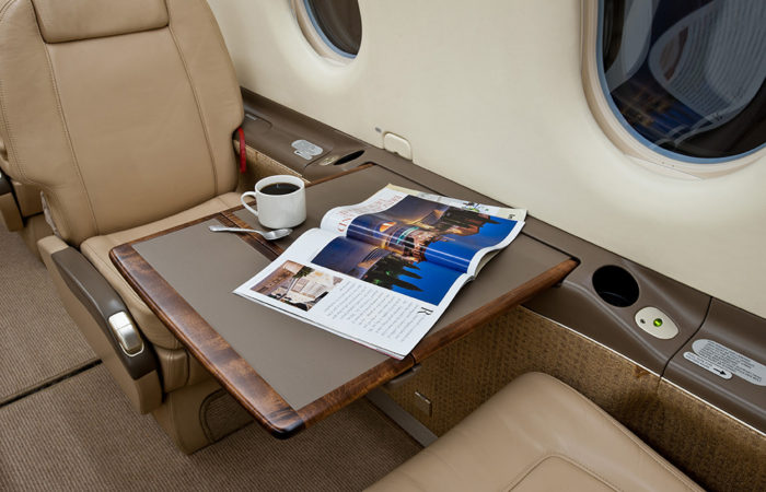 Pilatus club seat with table-Web