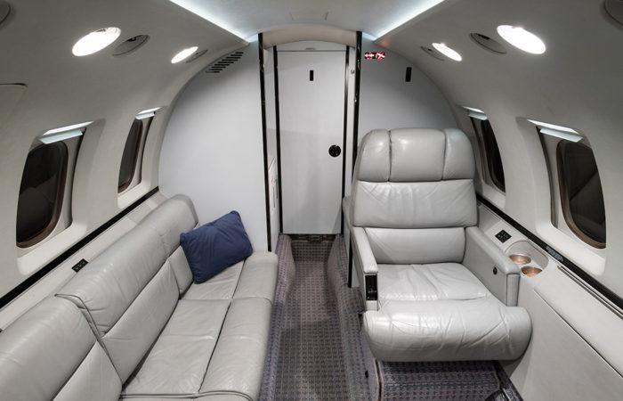 Hawker_800A_258206_Aft divan and VIP seat-Web