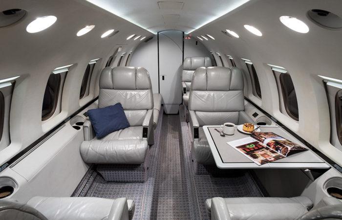 Hawker_800A_258206_Aft facing cabin-Web