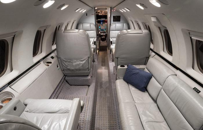 Hawker_800A_258206_Forward facing cabin-Web